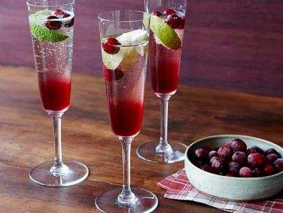 FN_Cranberry-Champ-Cocktail-Tyler-Florence_s4x3.jpg.rend.sni12col.landscape