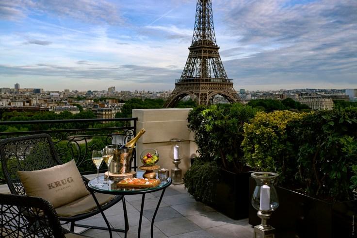 le-bar-c3a0-ciel-ouvert-by-krug-au-shangri-la-hotel-paris_hdromc3a9o-balancourt2