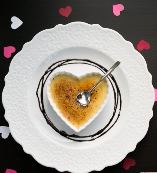 Creme Brulee for a romantic date night - a perfect pairing for an Inniskillin Riesling Icewine