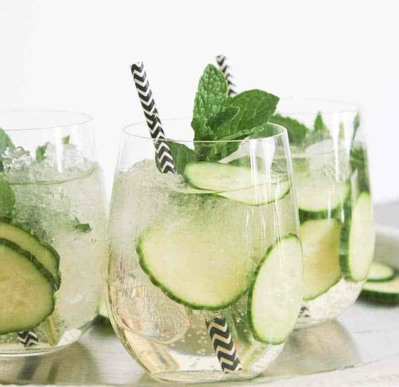 cucumber-mint-vodka-prosecco-cocktail